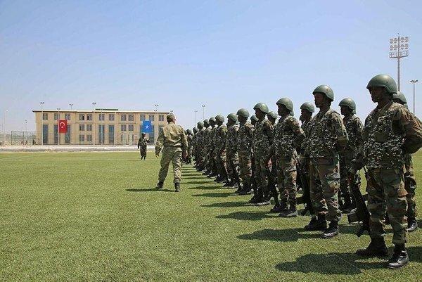 Mogadişu'daki Türk askeri eğitim merkezi ilk mezunlarını verdi