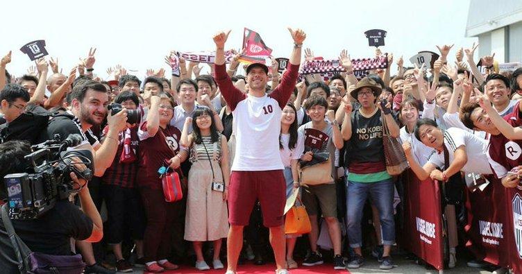 Podolski, Vissel Kobe'de imzaladı