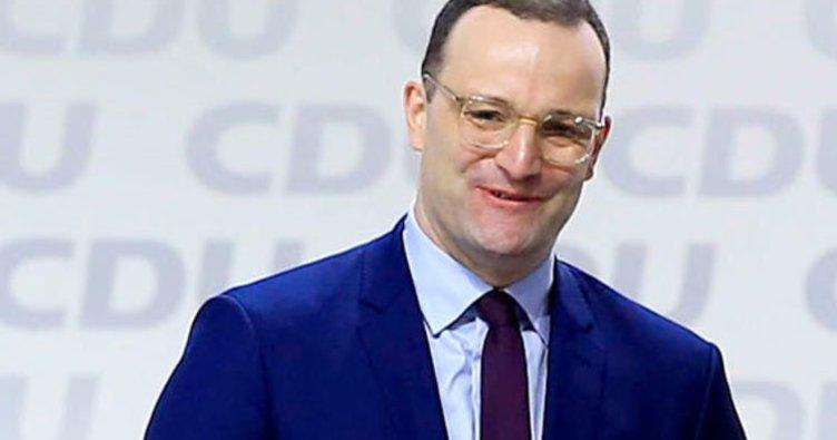 Sağlık Bakanı açıkladı: 13 bin bakıcı işe alınacak