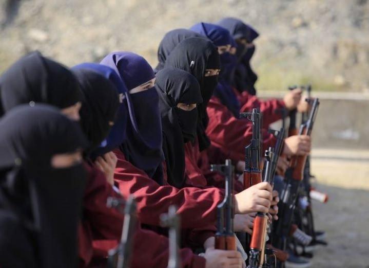 Pakistan'da kadın polislere komando eğitimi