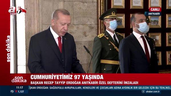 Son dakika! Cumhurbaşkanı Erdoğan Anıtkabir Özel Defteri'ni imzaladı   Video