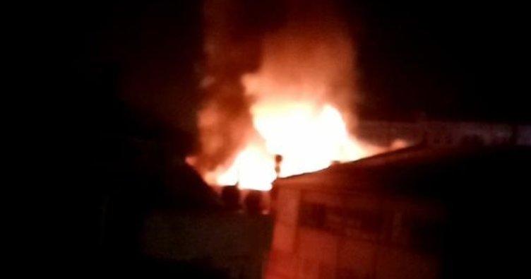 4 katlı apartmanın çatı katı yandı