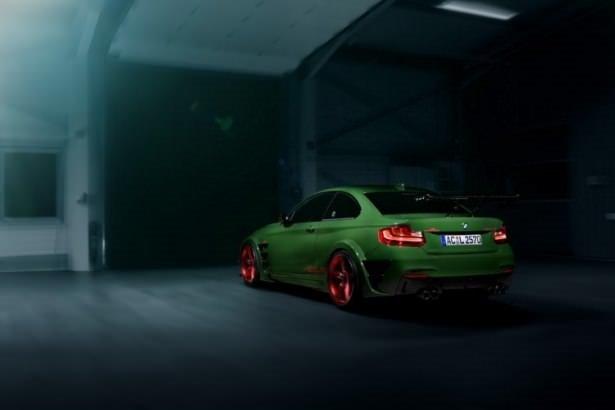 BMW M2 kamuflaj giydi