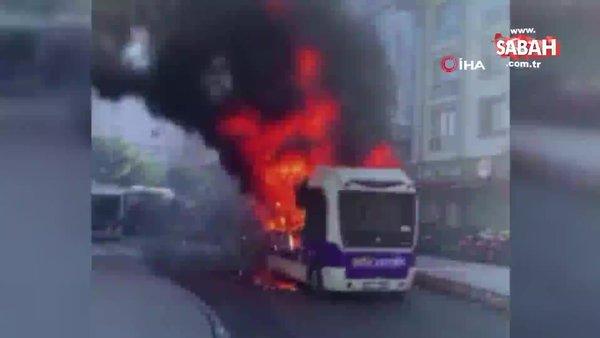 Bağcılar'da park halindeki yolcu minibüsü alev topuna dönüştü | Video