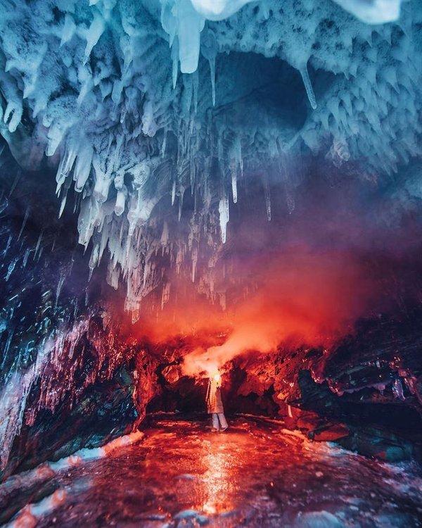 Donmuş göl ortaya harika bir doğa manzarası çıkardı