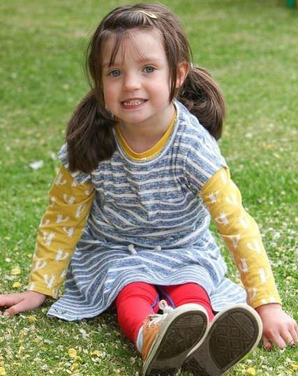 Minik kız su çiçeği yüzünden az kalsın bacaklarını kaybediyordu