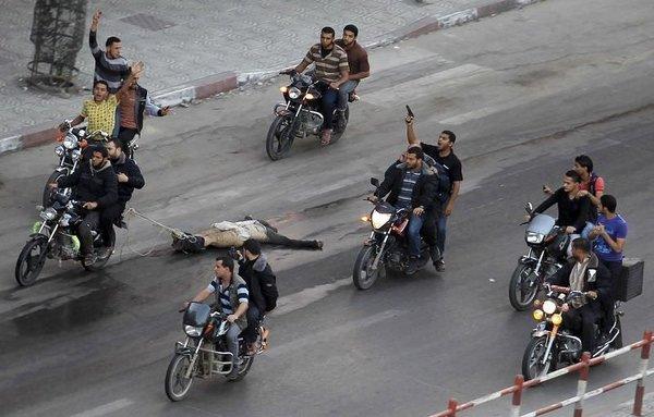 İsrailli ajanları motorlarla sürüklediler