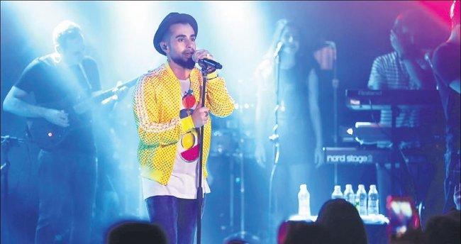 'Suskun' albümünün ilk konserini verdi