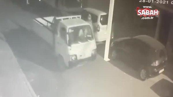 Çaldıkları kamyoneti battaniyeyle gizlediler! Satmaya çalışırken suçüstü yakalandılar   Video