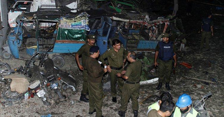 Pakistan'da bombalı saldırı: 22 yaralı!