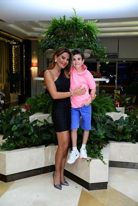 Ünlü şarkıcı İbrahim Erkal'ın sadece 12 gün gördüğü kızı Elif Su büyüdü! İşte ünlü şarkıcı İbrahim Erkal'ın küçük kızı Elif Su...
