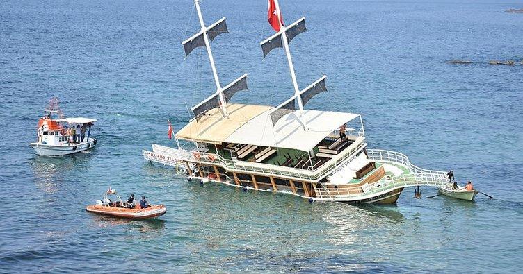 Sinop'ta, gezi teknesi karaya oturdu