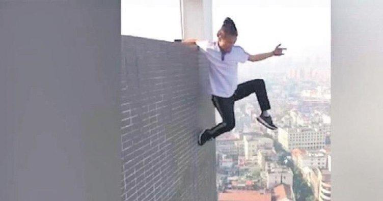 Gökdelen selfie'si çeken akrobatın feci ölümü