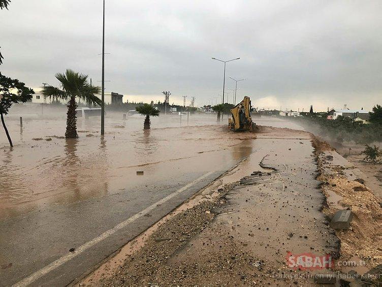 Kilis-Gaziantep karayolu sel nedeniyle kapandı: Yaralılar var