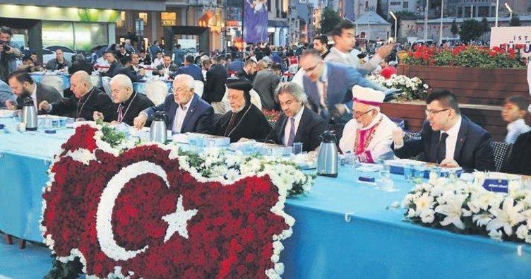 Taksim Meydanı'nda 'birlik sofrası' kuruldu