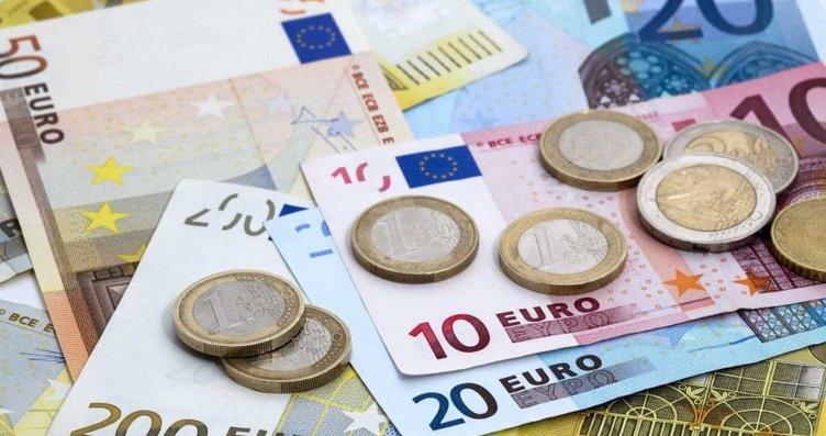 Eski bir dolapta bulduğu 95 bin euroyu iade etti