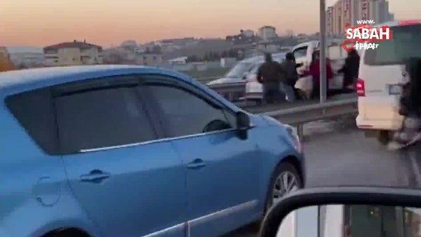 SON DAKİKA: İstanbul'da dehşet anları kamerada! Kamyonet sürücüsünü böyle darp ettiler... | Video