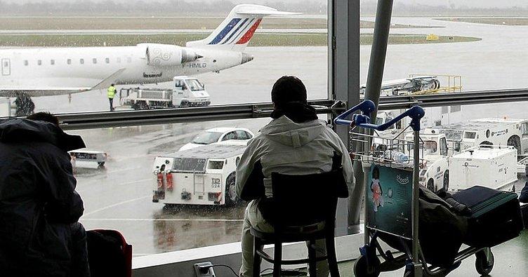 Son dakika: Lyon Havalimanı'nda bir araç piste girdi!