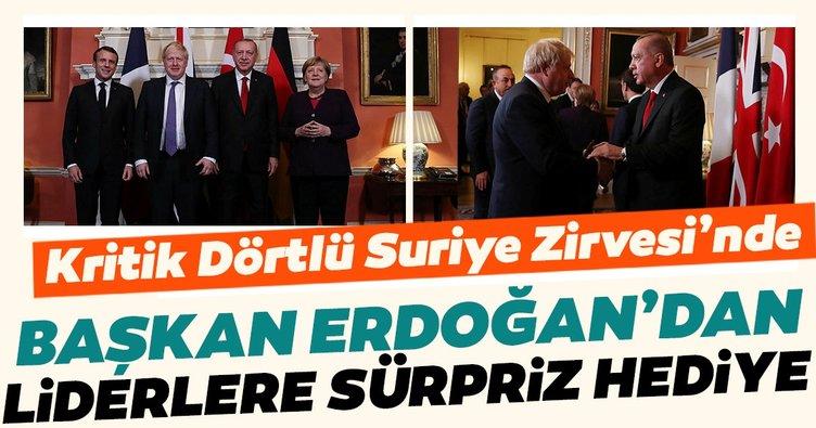 Başkan Erdoğan, Dörtlü Zirve'de liderlere 'Stratejik İttifakın Güçlü Üyesi Türkiye'kitabını hediyeetti