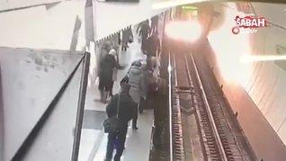 Telefonuna bakarken raylara düşen kadın ölümden kıl payı kurtuldu | Video