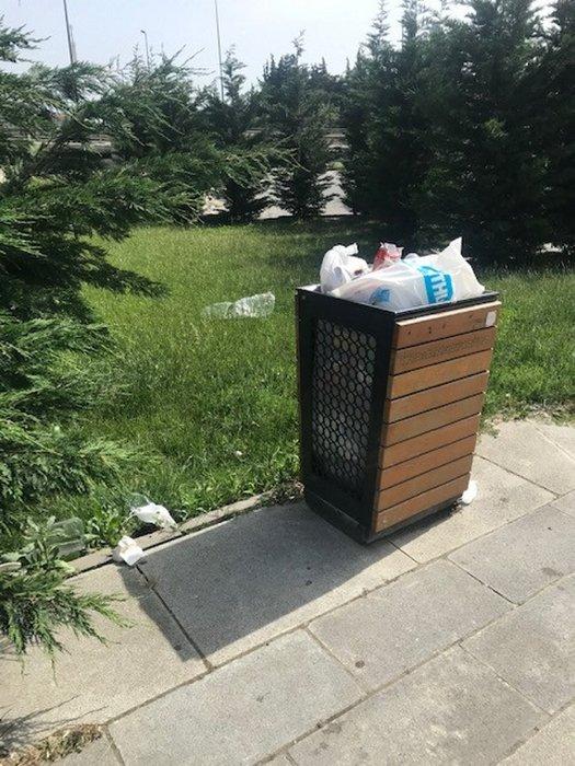 Küçükçekmece'deki çöp yığınları tepkilere neden oldu