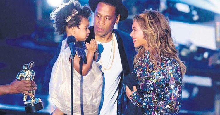 Gözler Beyonce'nin ikizlerinde