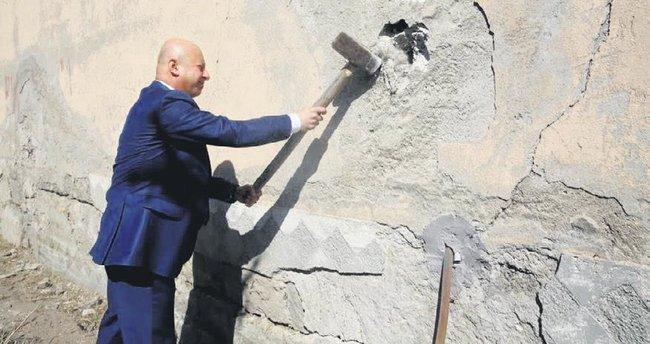 Kocasinan'da dönüşüme ilk balyoz Başkan'dan