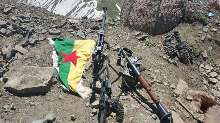 Uludere'de PKK'lıların kullandığı mağara imha edildi