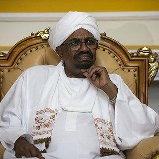 Ömer el-Beşir Sudan'ı terk etmedi, başkentte ev hapsinde