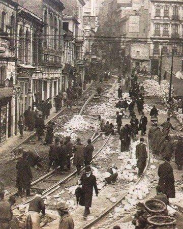 Şimdi İstanbul'un en işlek caddesi!  İşte ilk kez göreceğiniz Eski İstanbul fotoğrafları
