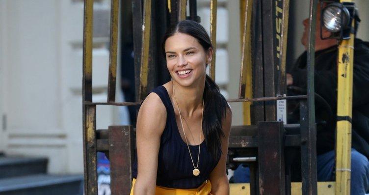 Adriana Lima'nın yeni mesleği şoke etti! İşte eski...