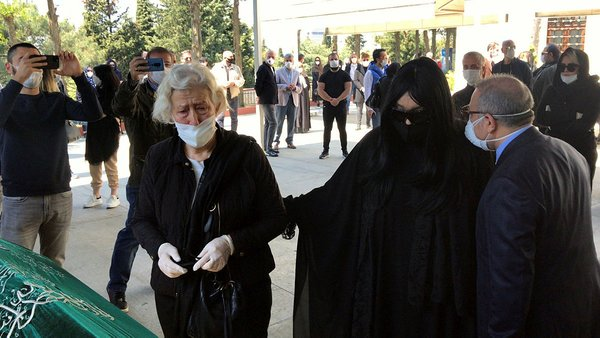 Bülent Ersoy'un annesi Necla Poyraz son yolculuğuna dualarla uğurlandı   Video