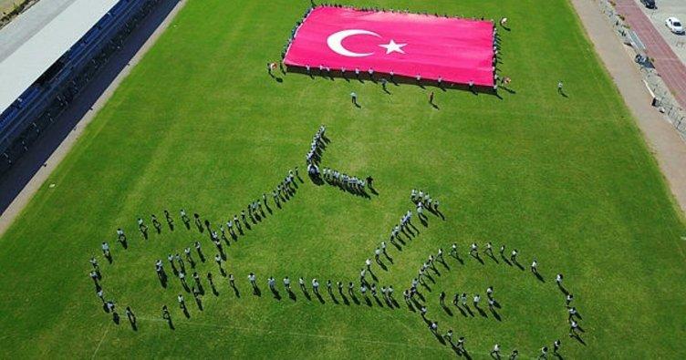 Öğrenciler Cumhurbaşkanlığı Turunu selamladı