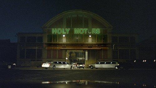 Kutsal Motorlar filminden kareler