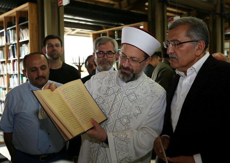 Diyanet İşleri Başkanı Ali Erbaş Merkezefendi Millet Kıraathanesi'ni ziyaret etti.