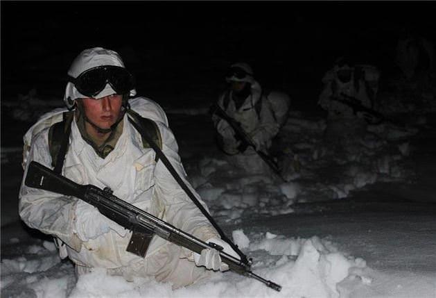 Komandoların karda zorlu eğitimi