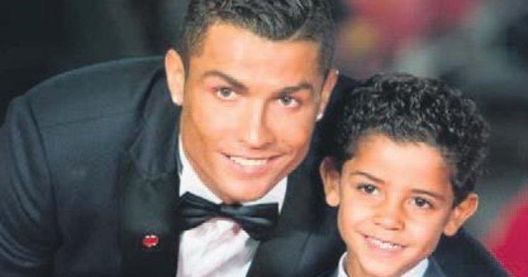 Cristiano Ronaldo'nun ikizleri doğdu