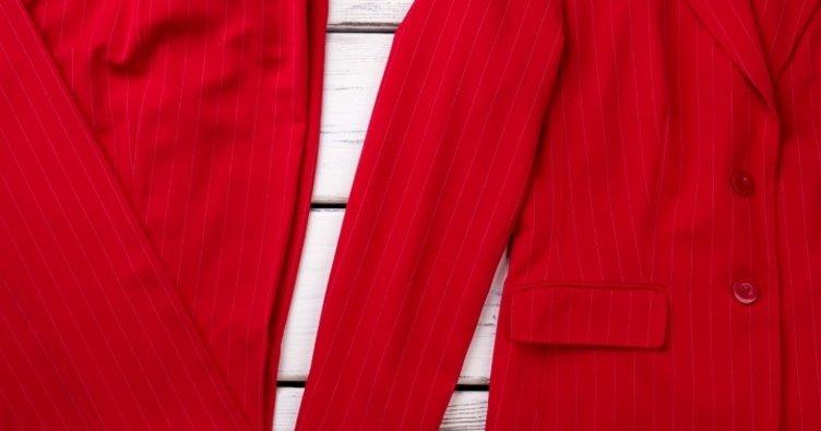 Kırmızı blazer ceketle kombin nasıl yapılır?