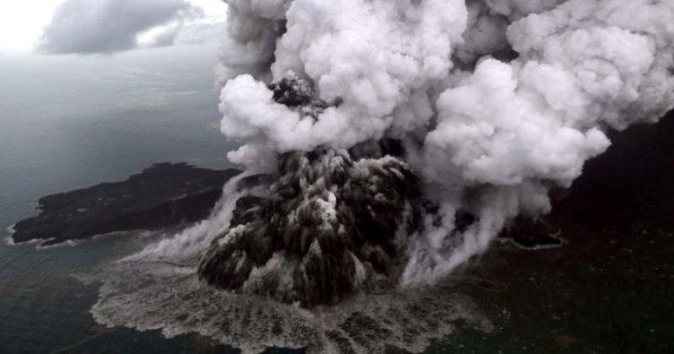 Anak Krakatau Yanardağı'nda 20 saniyede bir patlama oluyor