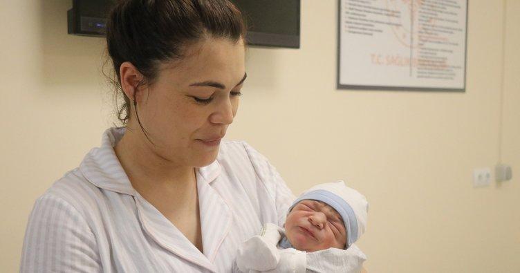 Bolu'da suda doğum yöntemiyle ilk bebek dünyaya geldi