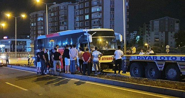 Yolcu otobüsü terminalden çıkarken yandı