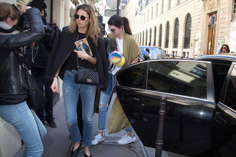 Güzel model Chanel'den vazgeçmiyor!