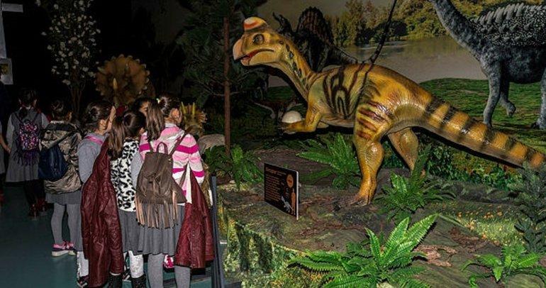 Miniklerin dinozor merakı