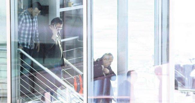 Akın Atalay'a havaalanında gözaltı