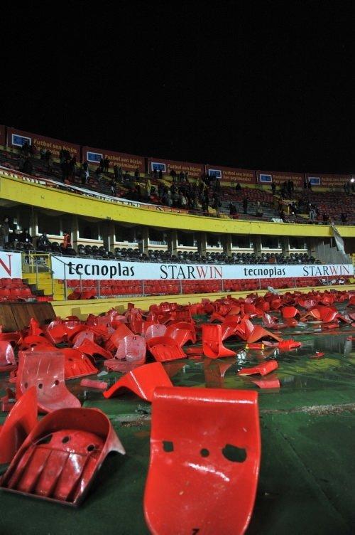 Ali Sami Yen'de koltukları söktüler