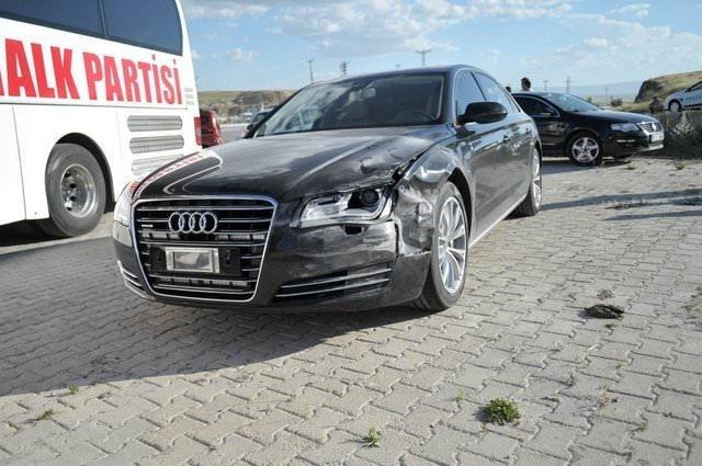 Kılıçdaroğlu'nun aracı kaza yaptı