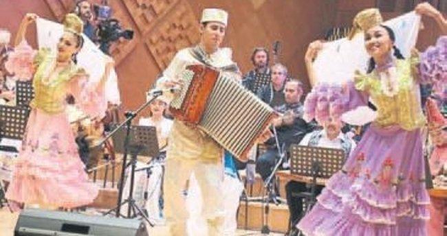 Türk dünyasının yıldızları İzmir'de
