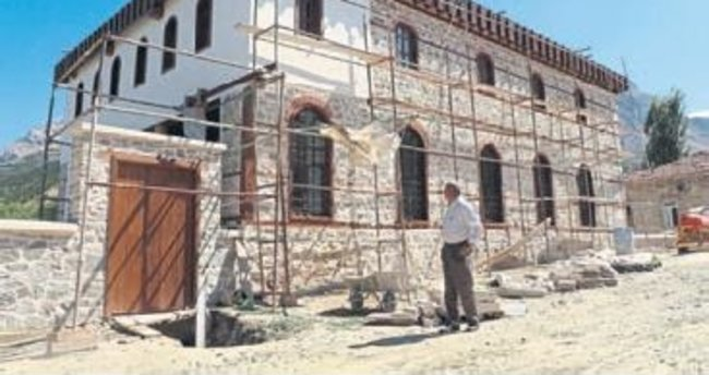 Osmanlı'dan kalma cami onarılıyor