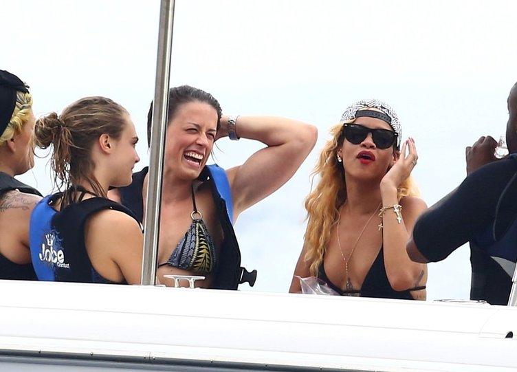 Cara Delevingne ve Rihanna Brezilya'da tatilde