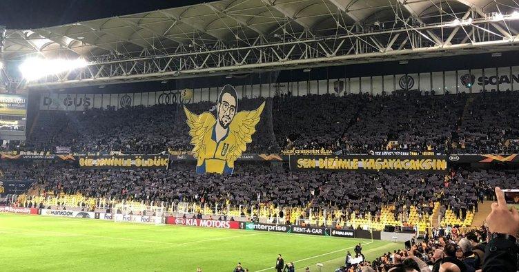 Fenerbahçe taraftarlarından dev Koray Şener koreografisi
